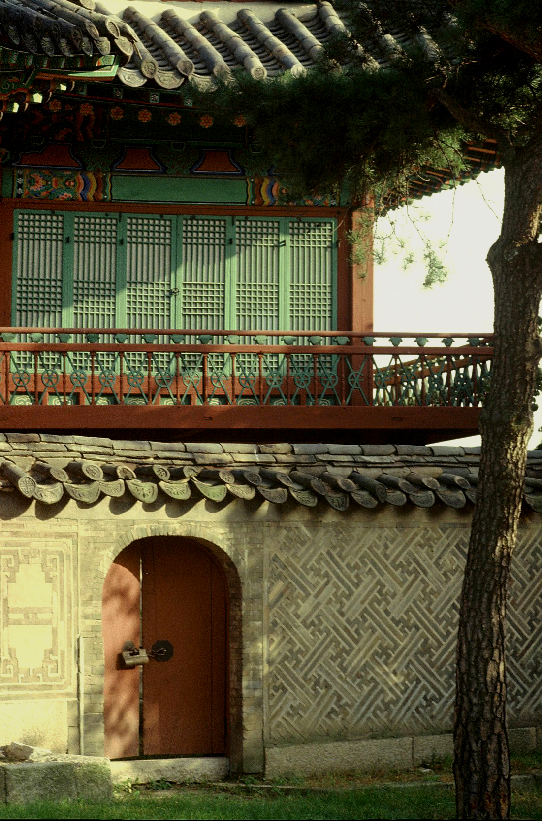 A doorway at the Changdok Palace in Seoul